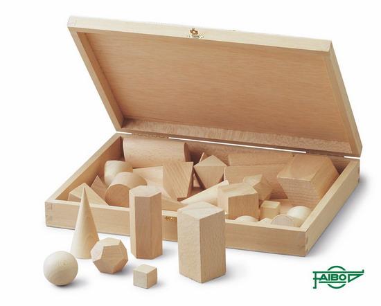 CUERPOS GEOMÉTRICOS FA25-2 Material: Madera - Caja: Madera 30 figuras